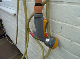 HOZELOCK MULTI SPRAY PRO GUN + APPROX 20FT OF HOSE AND ALL THE FITTINGS