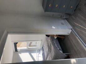 Sunny Double Room E5 0LF £125