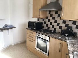2 bedroom flat available to let in Old Mill Court, London E18 1NJ.