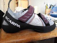 Kids (unisex) climbing shoes, UK size 3.5