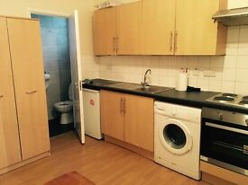 (ALL BILLS INC) STUDIO FLAT IN WOOLWICH