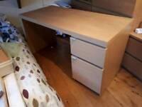 Oak veneer Ikea malm desk. 140cm long 65cm deep and 73cm tall VGC.
