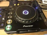 Pionner Cdj1000 Mk2's with Mackie d2 mixer