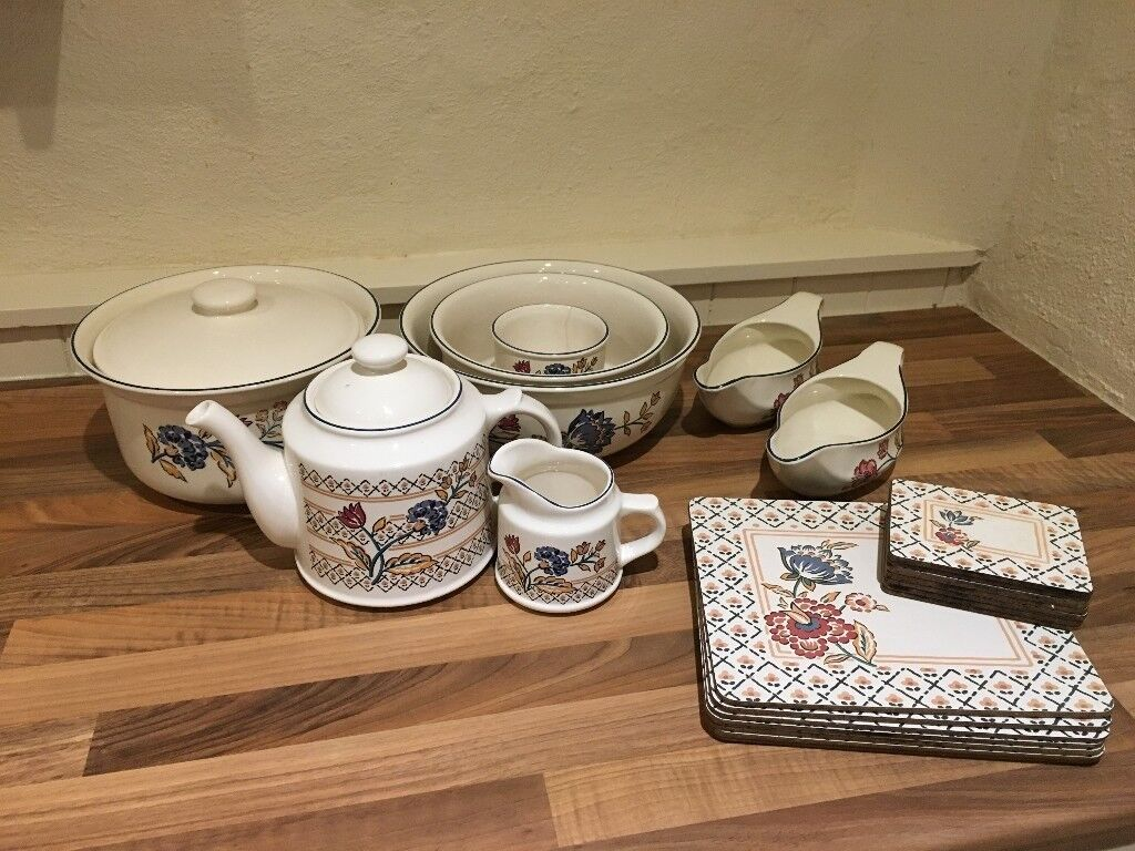 Crockery set with matching table mats and coasters
