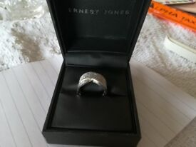 Ladies Diamond ring 18 carat White Gold with 1 carat diamonds