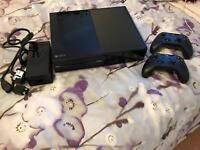 Xbox One 500gb console + 2 controllers