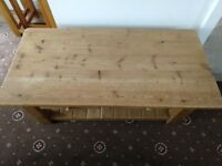 Coffee table for sale in excellent condition