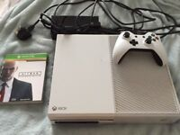 Xbox One in White for Sale. Includes Controller and Hitman game