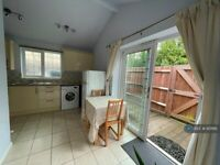 Studio flat in Teign Close, Newport Pagnell, MK16 (#951166)