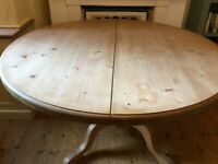 round expandable pine table