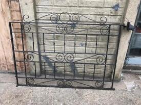 Rort iron gates with hinges
