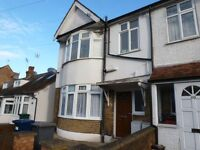 A SPACIOUS GROUND FLOOR ONE BEDROOM GARDEN FLAT CLOSE TO WOODSIDE PARK TUBE STATION N12