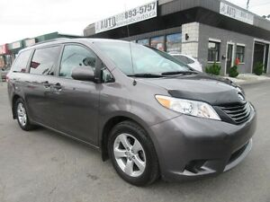 2014 Toyota Sienna LE - LOW KMS