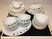 MID CENTURY 1950s DINNER SERVICE - BARGAIN! PYREX SNOWFLAKE ON OPAL - ORIGINAL COMPLETE 36 pieces