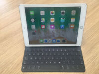 Apple Ipad Pro 9.7 Cellular & Wifi 32gb in Gold Unlocked + Apple Smart Keyboard very good condition