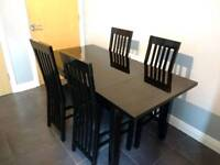 STUNNING BLACK GLOSS EXTENDING DINING TABLE WITH 6 MATCHING CHAIRS WITH CUSTOM GLASS TABLE TOPPER
