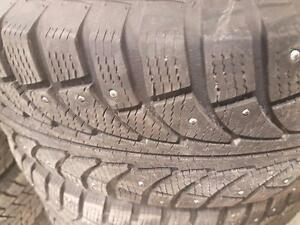 4 pneus d'hiver 235/65/17 GT Radial Champiro Ice Pro, 35% d'usure, 7-8/32 de mesure