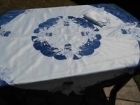 CIRCULAR TABLE CLOTH IN CREAM WITH BLUE DESIGN IDEAL FOR CHRISTMAS