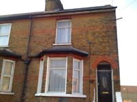 Central Slough Near Train-Station 2 Bedroom Townhouse To Let