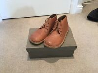 Boys Tan leather lace desert boot Size 2