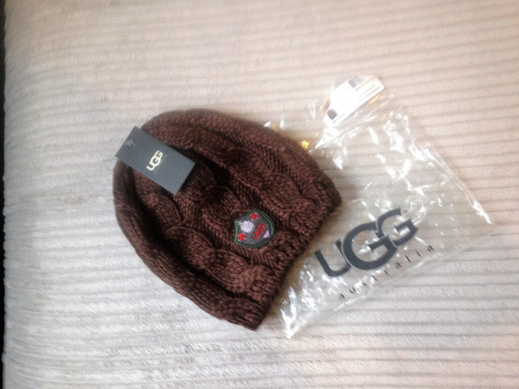 **BRAND NEW AND PACKAGED** Genuine Ugg Luxury Cable Knit Hat in brown