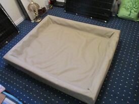 Dog whelping bed