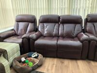 Leather lazyboy sofa and armchairs