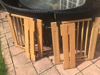 Solid wood extendable stair/door gate