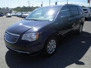 2016 Chrysler Town & Country Touring  Backup Cam  Pow. Seats