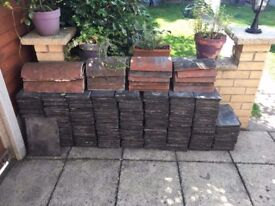 Around 400 reclaimed roof slates 13 x 7 / 330 x 170 + ridge tiles