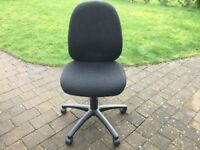 Office chair grey black on wheels good condition