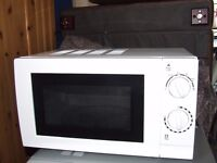 MICROWAVE OVEN 4 MONTHS OLD EXCELLENT CONDITION COLLECTION ONLY