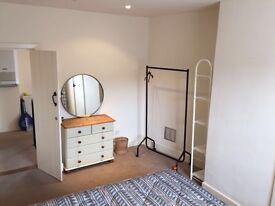 Ensuite room to rent in Topsham - Estuary views