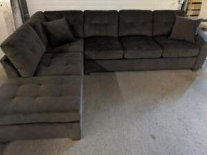 New Floor Model Chocolate Sectional $850 taxes included Compared to Wayfair $1389.99+Tax
