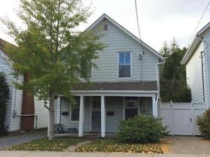 ATTN STUDENTS: 3 BED NEAR CAMPUS! 2ND FLOOR! 2- 308 Collingwood