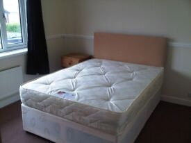 DOUBLE ROOM - ALL BILLS INCLUDED - PROFESSIONAL HOUSE SHARE
