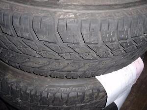 2 pneus d'hiver, 235/65/17 goodyear UltraGrip Winter, 40% d'usure, 7/32 de mesure