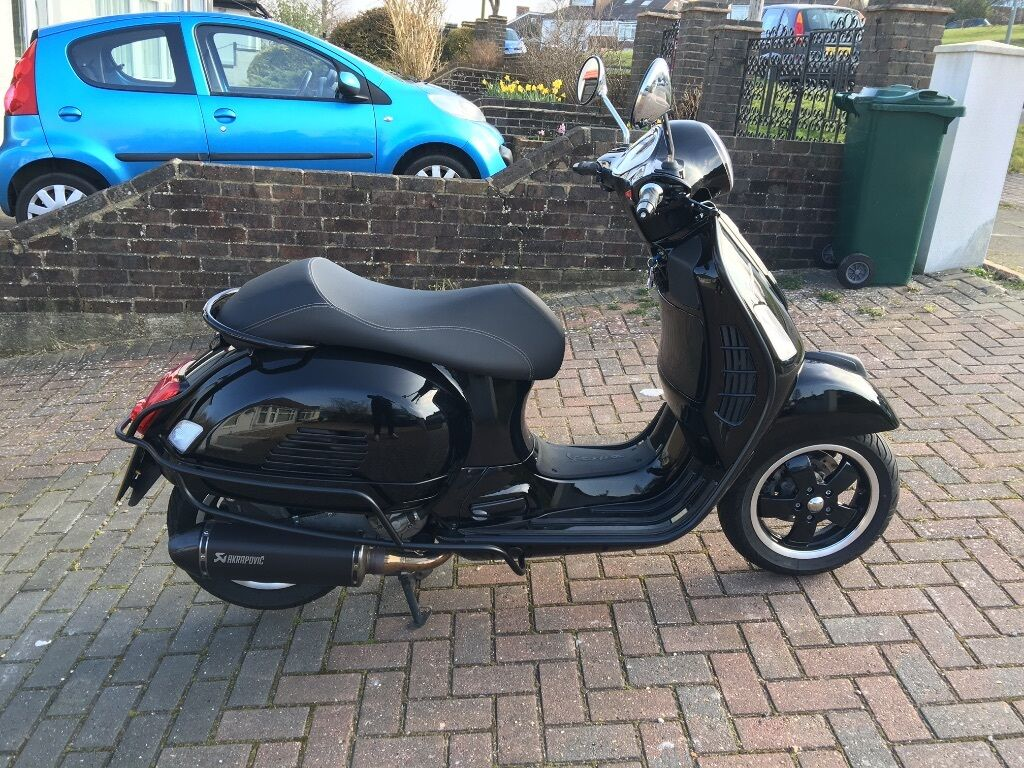 vespa 300 gts akrapovic all black 2015 abs asr in hove. Black Bedroom Furniture Sets. Home Design Ideas