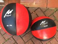 2 leather heavy duty Medicine Balls