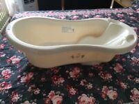 Winnie-the-pooh Baby bath tub like new