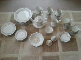 Eternal Beau crockery set