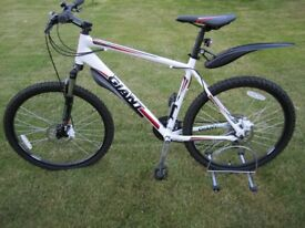 Giant Revel 3 (2012) disc Large 20 inches mens mountain bike in mint condition with new accessories.