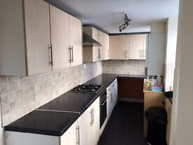 Newly Renovated 2 Bed Mid Terrace Property to Rent (£400pcm)