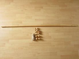 WOODEN CURTAIN POLE - 160CM - BEECH EFFECT - WITH FIXINGS AND 16 CURTAIN RINGS