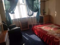 Double room to let in a shared house - Belgrave area