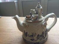 Willow pattern ornamental teapot - Cardew