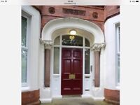 Excellent 2 bedroom apartment in beautiful period property, Chlorine Gardens