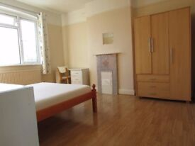 Bright double room,zone 3, 2 min walk to Mitcham eastfields railstation,free parking,bills,wifi incl