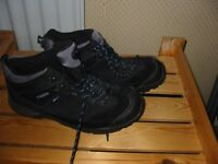 regatta walking boots size 9 only used a few times