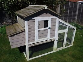 *SOLD* Very large grey & white Rabbit hutch/Chicken coop (plus extension run in box), hardly used